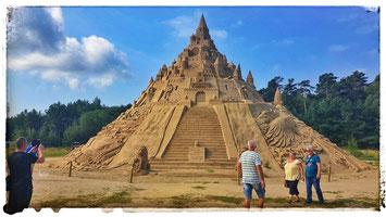 Sandskulpturen Festival in Binz präsentiert die größte Sandburg der Welt