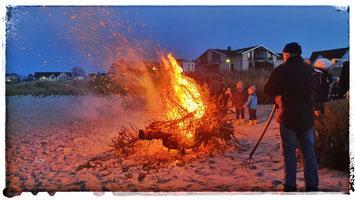 Eine der beliebtem Rügen Veranstaltungen zu Jahresbeginn ist die Weihnachtsbaum-Verbrennung in Glowe