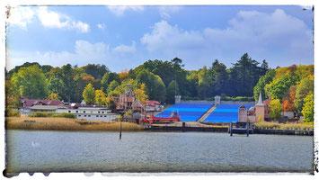 Auf der Naturbühne Ralswiek findet jährlich die Störtebeker Festspiele statt