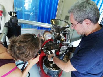 Dr. Höglinger röstet seinen Tanzania Coffee