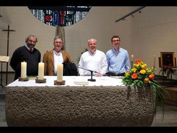 Auch am Altar gibt es eine Premiere: Die Feier gestalten die Pfarrer Peter Willared, Klaus F. Pötz, Matthias Schmid und Dr. Gabriel Brand (von links) gemeinsam.  Foto: Jung