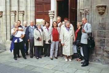 Ein Teil der Gruppe bei einer Besichtigung. // Foto: Gömmer