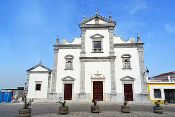frisch renovierte Kirche am Castell