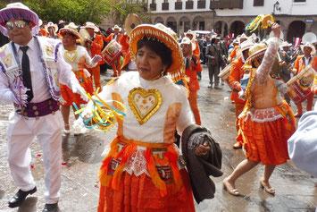 Volksfest mit folkloristischen Umzügen in Cusco