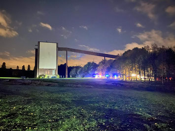Einheiten der Berufs- und Freiwilligen Feuerwehr waren während der ganzen Nacht im Einsatz Foto: Feuerwehr Gelsenkirchen