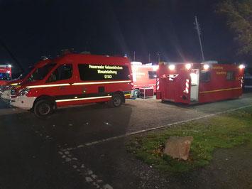 In der Spitze waren rund 50 Einsatzkräfte der Berufs- und Freiwilligen Feuerwehr im Einsatz Foto: Feuerwehr Gelsenkirchen