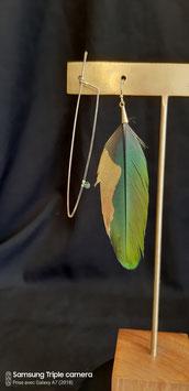 L'Epée et la Plume boucle d'oreille gold filled plume et tourmaline verte