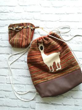 Rucksack mit passendem Etui und knuffigem Lama