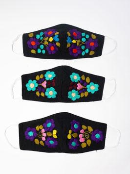 Farbenfrohe Boho Alltagsmaske mit Blumenstickerei (schwarz-lila-türkis)