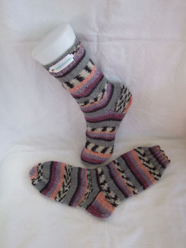 "Kinder-Stricksocken ""Fliedertraum"""
