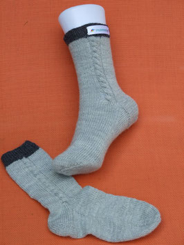 Kinder-Trachten-Stricksocken in hellgrau