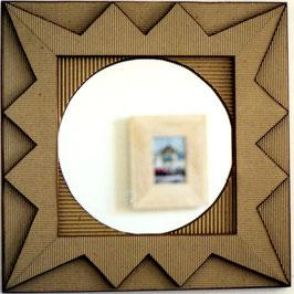 Miroir avec encadrement en carton ondulé