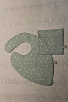 Bavoir foulard couleur menthe à l'eau Oeko-Tex et son carré assorti. Possibilité attache-tétine (9 euros) à 7 euros. Personnalisation 4,5 euros.
