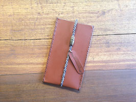 Handytasche (cognac)  mit geflochtenem Band und Magnetverschluss