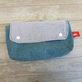 Pochette en toile bleu canard avec rabat chambray gris