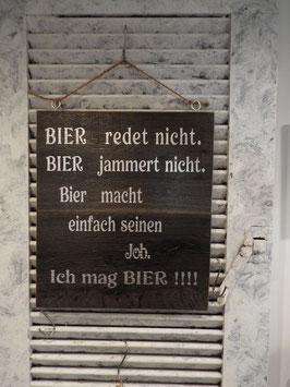 """Schild """"Bier macht seinen Job"""""""