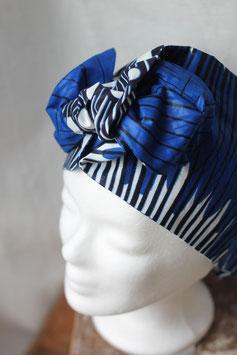 Haarband aus blau-weißem Stoff