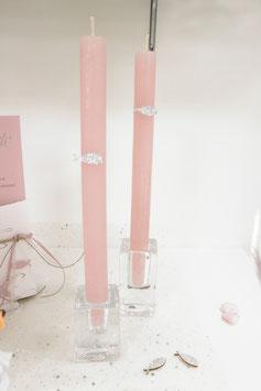 Kerzen und Glasleuchter