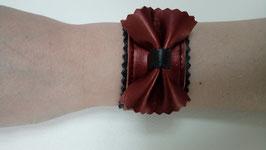 Bracelet cuir de veau chataigne irisée et dentelle et noeud papillon