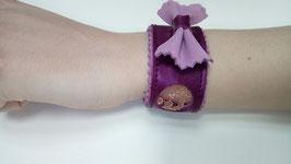 Bracelet cuir de veau violine irisée et dentelle et nœud papillon