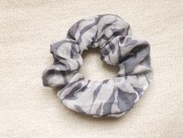 Batiktuk Scrunchie - grey leaves