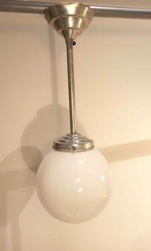 Suspension boule opaline blanche vintage
