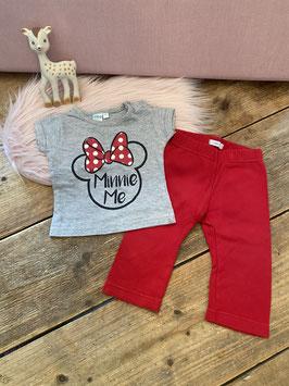 Minnie Mouse shirt van Disney Baby en rode legging van Hema maat 68