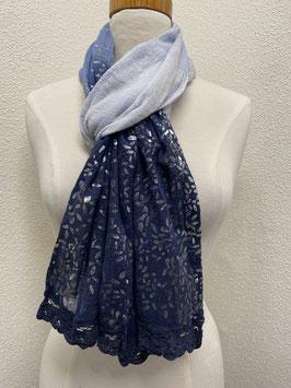 Een blauwe sjaal van The Barn