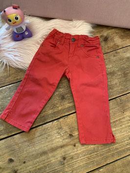 Leuke rode broek in maat 86