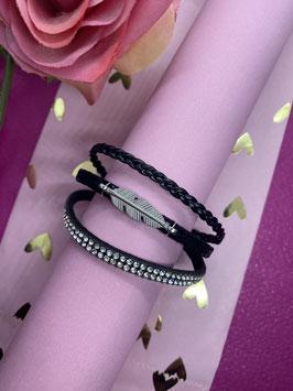 Een zwarte armband uit 3 delen met glitters