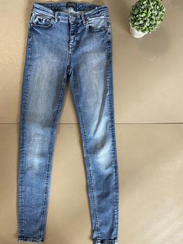 Mooie spijkerbroek van District maat 28