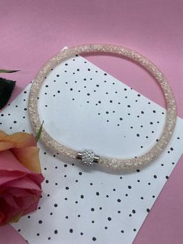Een kabelketting gevuld met glitterstenen