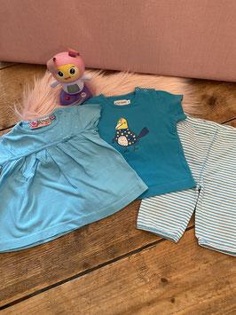 2 blauwe shirts van Knot so Bad en P'tit Filou en gestreepte legging van Mexx in maat 74