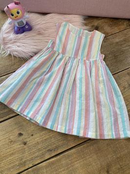 Gestreept jurkje in pastelkleuren in maat 92