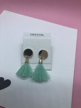 Nieuw: Goudkleurige oorringen met een turquoise kwastje van Crystal Jewelry