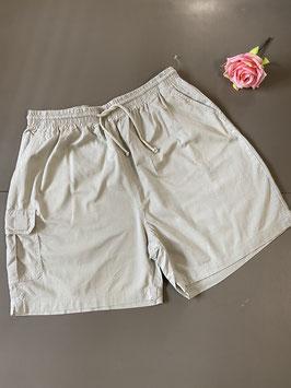 Nieuw! Korte grijze broek maat 46