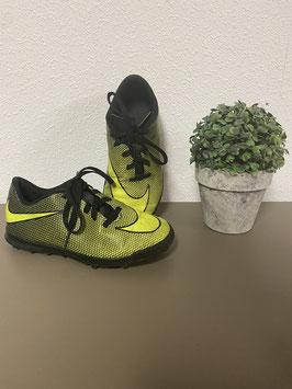 Voetbalschoenen van Nike voor jongens in maat 33