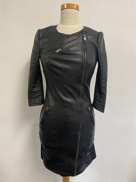 Stoer zwart leather look jurkje Merk Only Maat 36