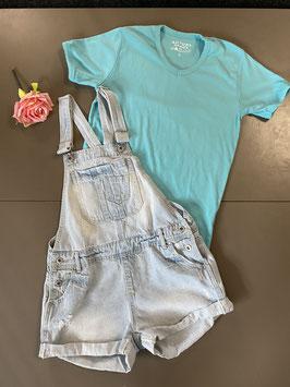 Stoere tuinbroek van Denim Co met blauw shirt van Actual Basics maat S/36