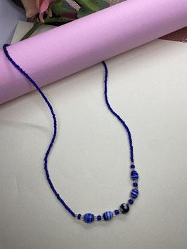 handgemaakte blauwe ketting van parels