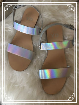 Zilver kleurige sandaaltjes merk Young Dimension - maat 33/34