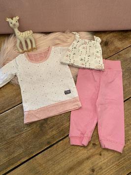 Longsleeve van Snooze baby met broekje van Junior Fashion en mutsje van Premaman maat 62/68