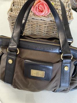 Een bruine schitterende handtas van Tommy Hilfiger