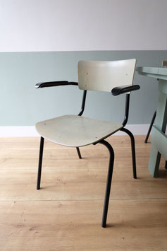 Vintage stapelstoelen met armleuning  |  18.852.M