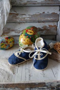Zauberhaft dekorative alte Babyschuhe