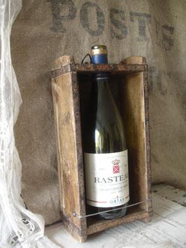 Shabby: Alte Ziegelsteinform als Weinflaschenhalter