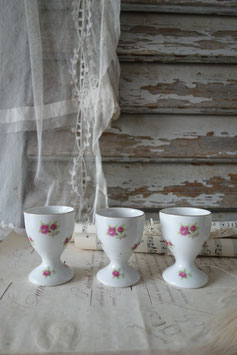 Antiker Eierbecher Porzellan mit Rosenmuster