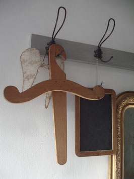 Shabby: Alter Holz Kleiderbügel aus Frankreich