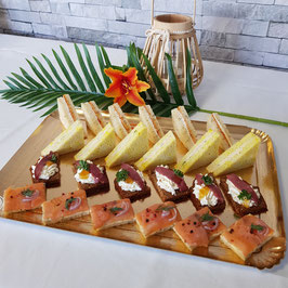 Plateau de toasts et de mini club sandwich