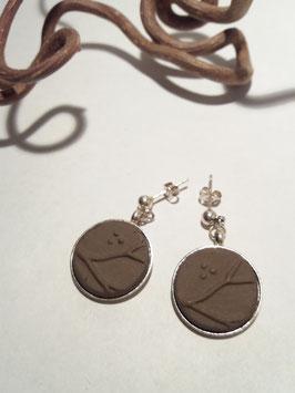 """grandes boucles d'oreilles pendantes """"arbres"""" brunes supports en laiton argenté"""